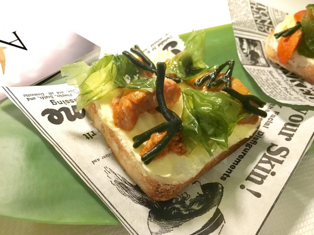 'Un viaje inolvidable con Nobu a Hokkaido', plato de José Andrés con erizo, algas y mantequilla para A4Manos2017. / Rosa Rivas