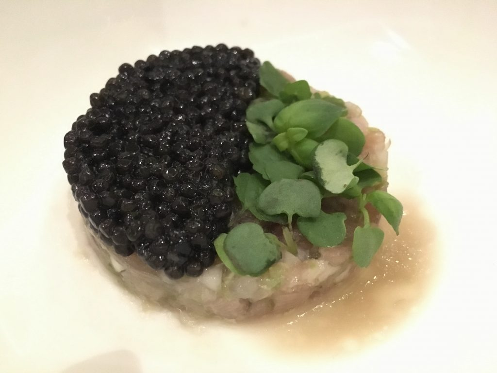 Tartar de ventresca de atún con caviar. Plato de Toño Pérez para A4Manos 2017 de homenaje a Nobu. / Rosa Rivas