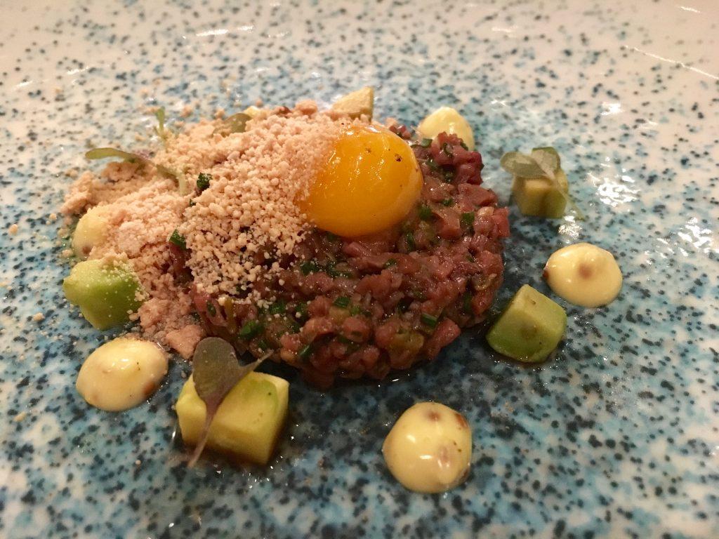 Tartar de corazones de cordero, realizado por Francis Paniego inspirado en la cocina nikkei de Nobu. /Rosa Rivas