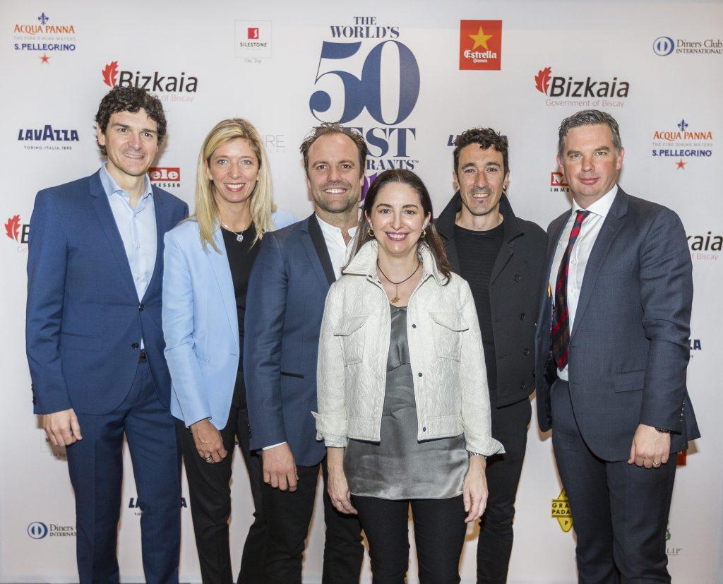 Anuncio en Londres de la celebración en Bilbao de los premios The World's 50 Best Restaurants 2018. En el centro, Elena Arzak y Eneko Atxa.