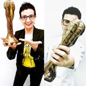 Madre e hijo, con el premio de la Academia Catalana de Cine convertido en postre de chocolate en el menú Séptimo Arte de Moments.