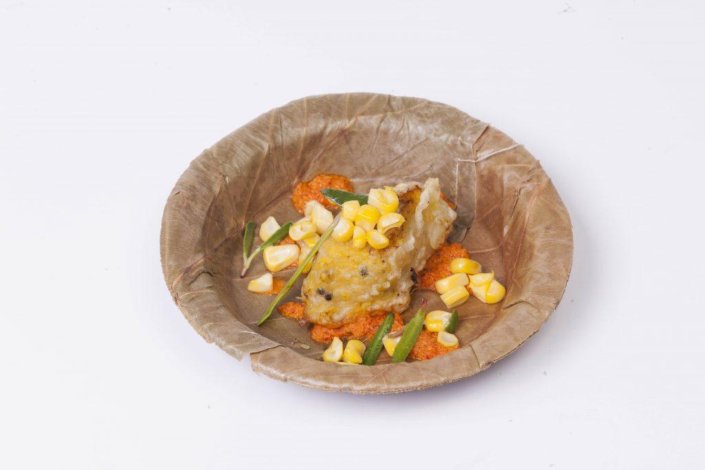 Plato de pescado con moras bhaji, de Thomas Zacchrarias.