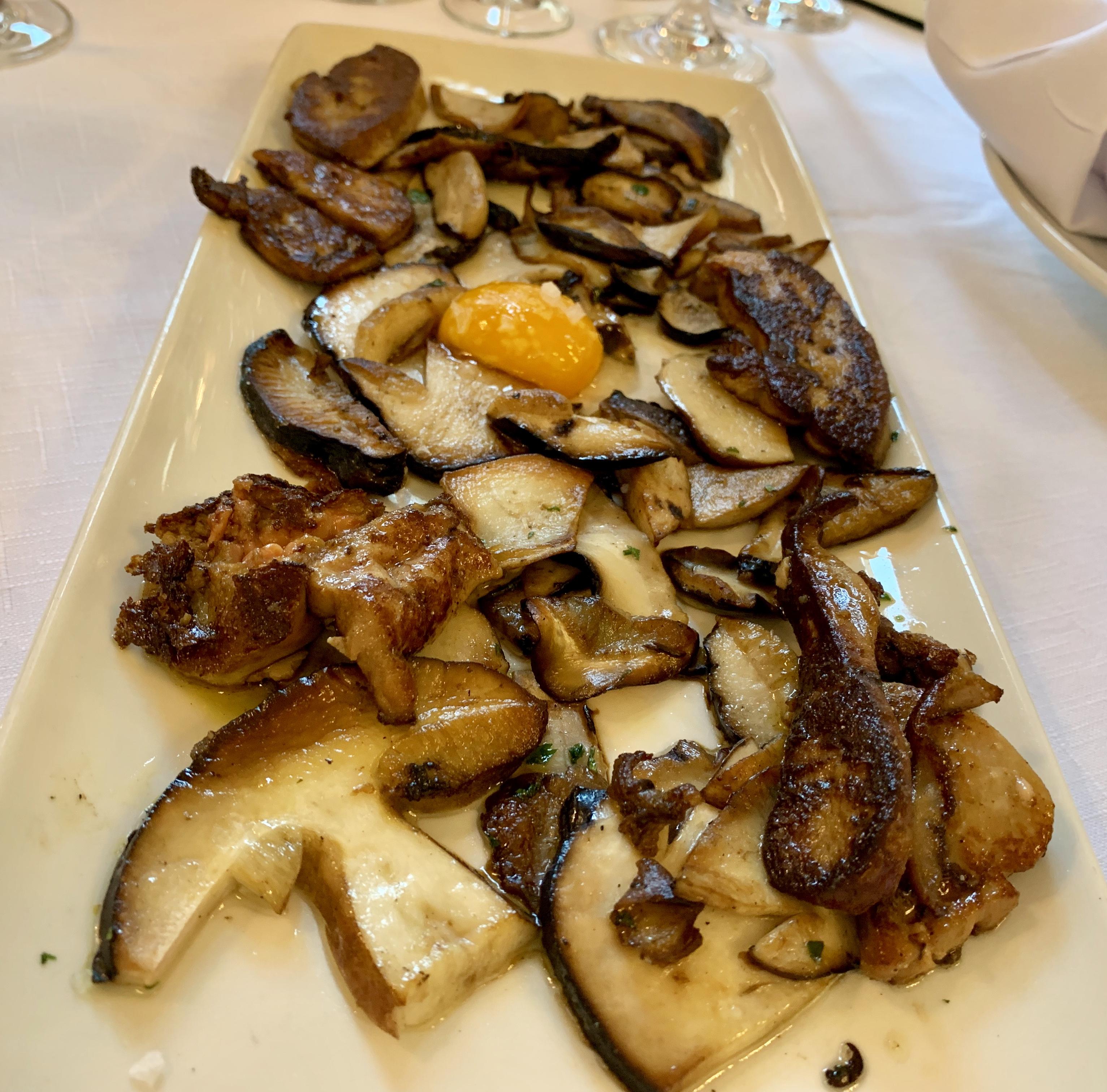 Hongos con foie grass y huevo de Ganbara. /R. R.