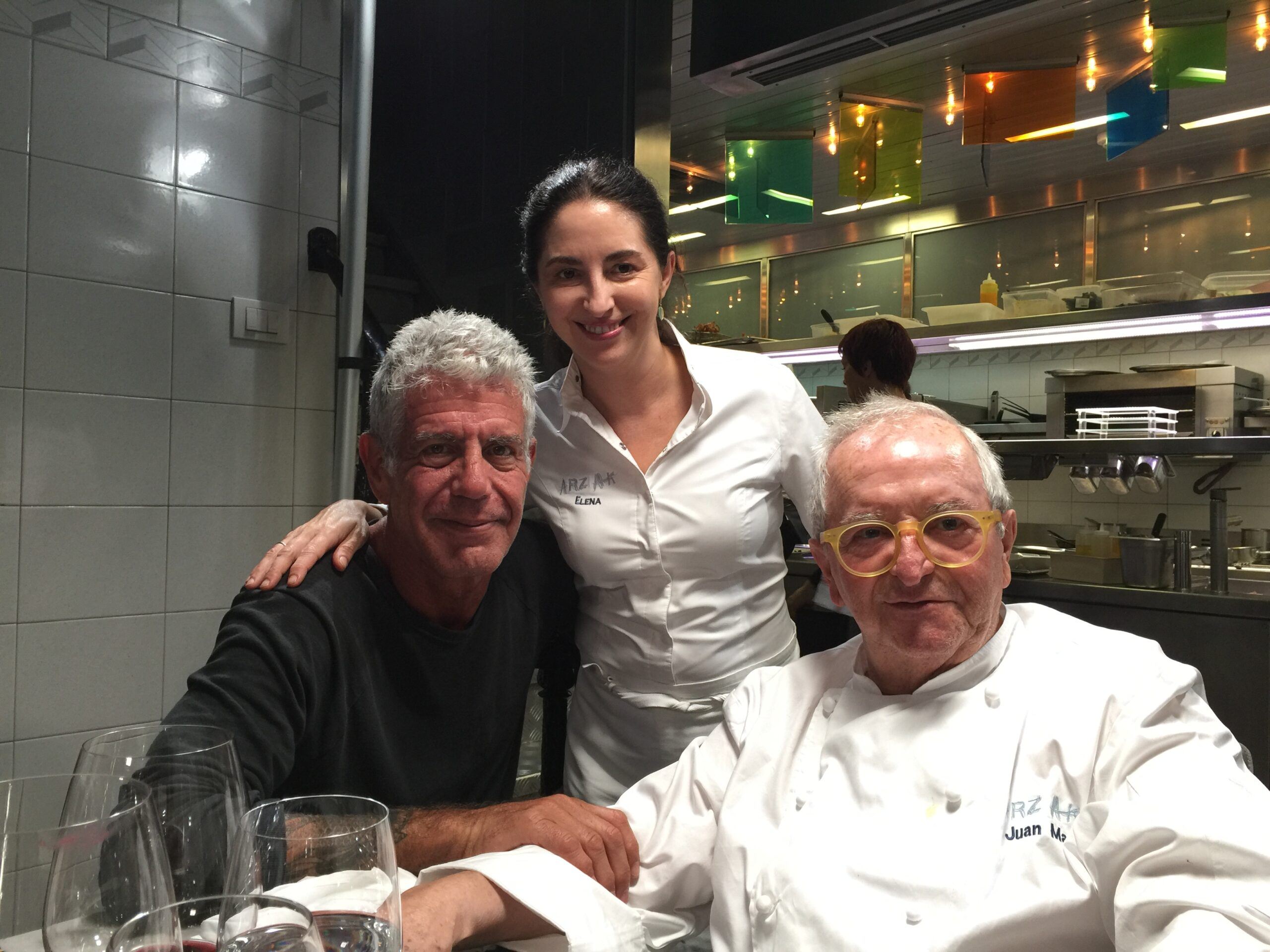 Anthony Bourdain,  con Elena y Juan Mari Arzak, en 2016.